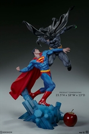 DC Comics - Batman vs Superman Diorama | Merchandise