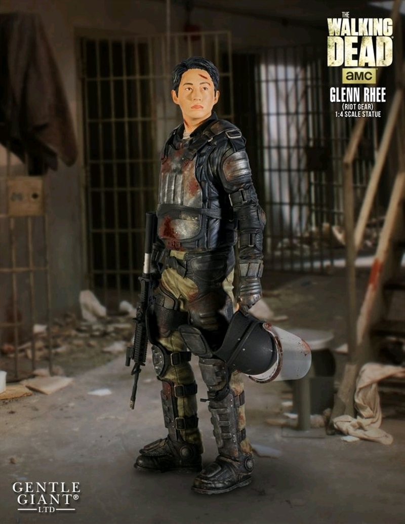 The Walking Dead - Glenn in Riot Gear 1:4 Scale Statue | Merchandise