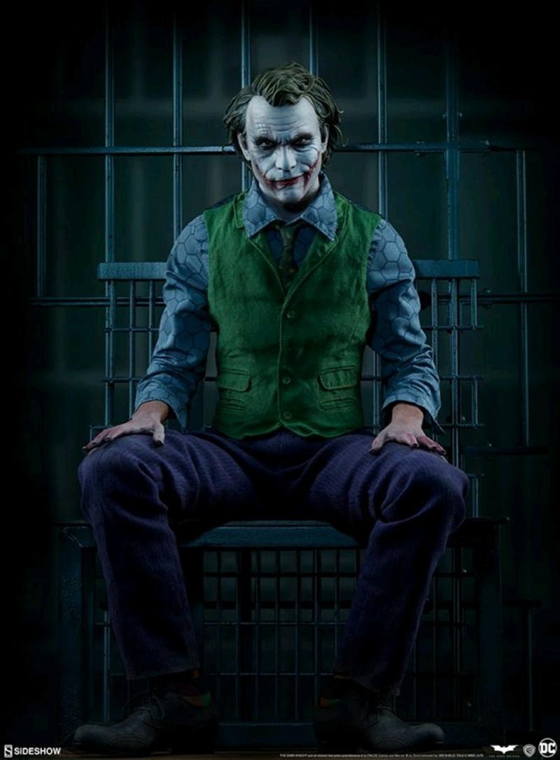 Batman: Dark Knight - Joker Premium Fortmat Statue | Merchandise