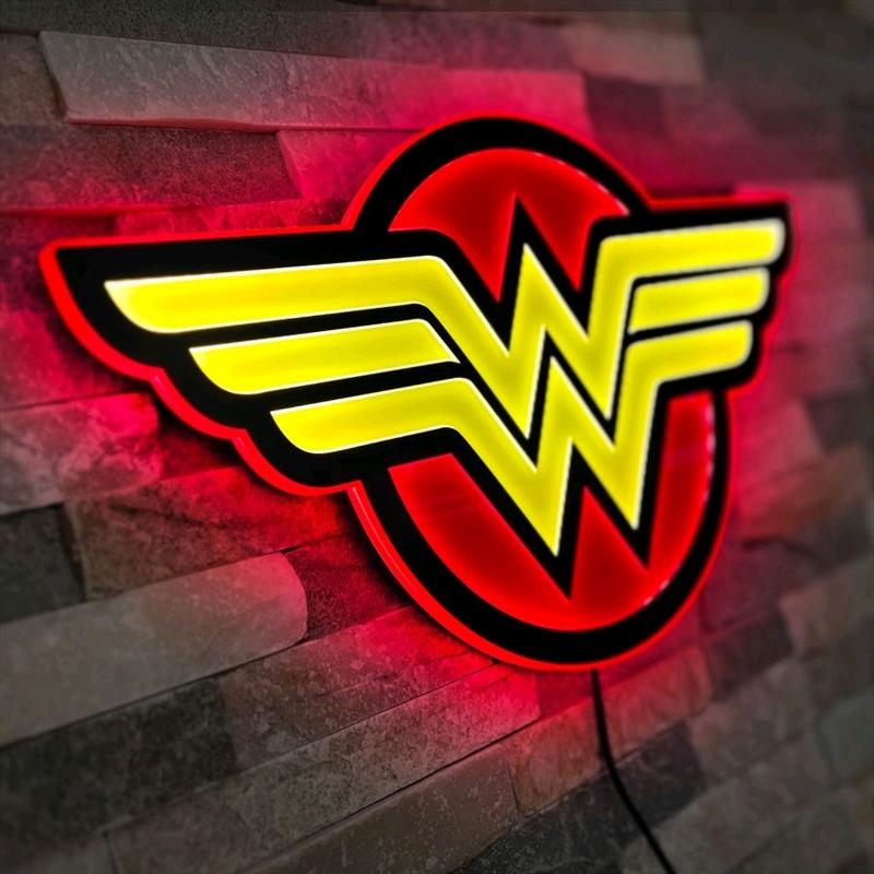 Wonder Woman - Logo Regular LED Wall Light   Accessories